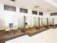 ショールームは常に明るく清潔を保ち、お客様に快適にお過ごしいただける空間作りを心掛けております。