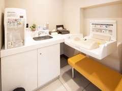 授乳室も完備!調乳用温水機・おむつ等も用意しており、小さなお子様がいらっしゃるお客様にも安心してお過ごし頂けます。