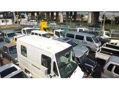 全国のオークション、ユーザー買取中心に高品質車輌が常時50台!