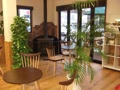 作業待ちの時間もカフェのような空間で、くつろぎながらお待ち頂けます。