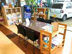 ご来店のお客様にはおしぼりとcafeメニューからお好みのお飲み物をサービスさせていただきます。