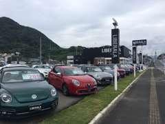 展示場には約60台の展示車がございます。