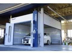 当店は民間車検工場および鈑金塗装工場を完備しております。納車後のフォローはお任せください。