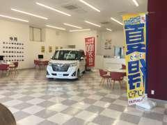 開放的な店内でご一緒にお車選びをお手伝いいたします!