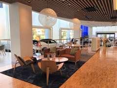 広々としたショールームには、多数の商談スペースをご用意。あなたにピッタリのカーライフプランをご案内させて頂きます。