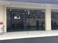 最新の設備を備えた広い整備工場も併設!点検から修理まで、どんなお悩みも即、解決~!!