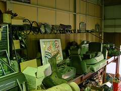 店内には様々なパーツ類などが雑然と置いてあり、所々に掘り出し物があるので要注意!まさにジャンクヤード