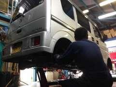 整備工場も完備していますのでご安心を!専門スタッフがあなたの車を安全整備して納車致します!