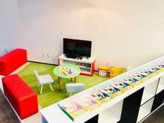 キッズスペース完備♪絵本、DVD、ブロック、おままごとなどがございます。お子様連れのお客様もご安心ください!