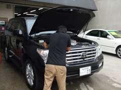 お車の整備もお任せ下さい!確かな腕を持ったスタッフがお客様のお車を点検させて頂きます! 車検・修理も良心価格でお受付中☆
