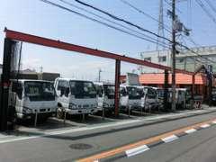 大阪でトラック(ユニック・ダンプ・パワーゲート・平ボディ・Wキャブ)・商用バンを中心にお得感価格にて販売しています!