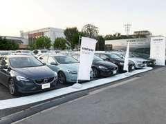 23区最大級の展示場にて多数の認定中古車を取り揃えております!
