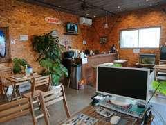 新設した待合室は落ち着いたカフェのような佇まいが人気!