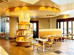 大人気のWOWカフェ!休憩はもちろん購入後のアフターの際もご利用ください♪フリードリンクも完備!お待ちしております!