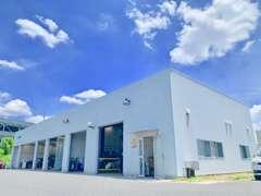 整備工場も併設しております。車検、メンテ、板金、ご納車後のアフターもご安心ください!