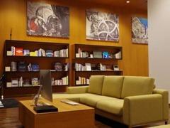 店内は落ち着いた雰囲気で、ゆっくりとくつろげる空間となっております。