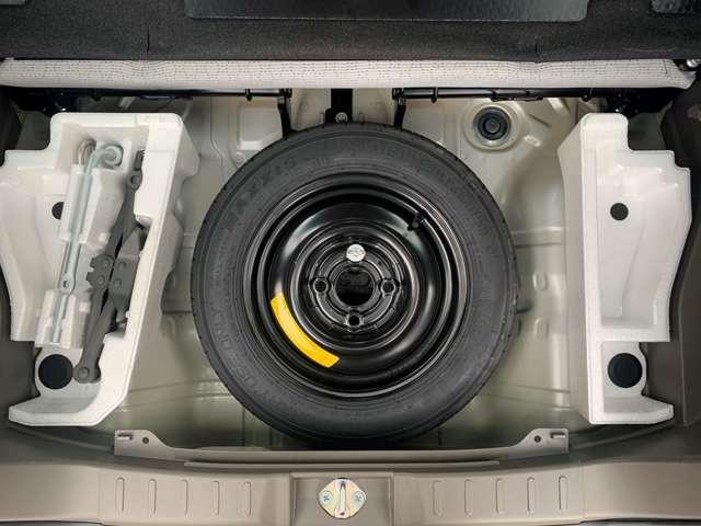 スペアタイヤが装備されていますのでパンク時も安心です。