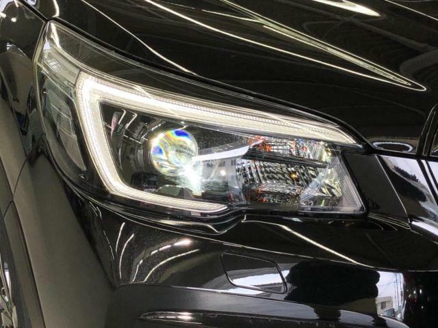 ステアリングに連動するLEDヘッドライトです!!光軸がハンドル操作に合わせて動く快適装備です!!