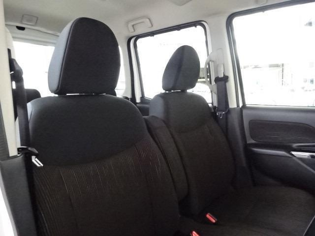 ゆったり座れるフロントベンチシートです!運転席はシートヒータ付き!
