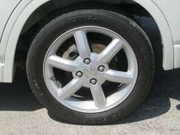 ☆純正の15インチアルミホイールが装備されています。タイヤの溝もたっぷり!