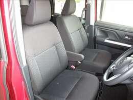 足元が広く、ヘッドクリアランスも良好な運転席回りです。椅子に腰かけるような乗車姿勢になるので、楽な姿勢で運転が出来ます。乗り降りも簡単で腰への負担が少なくなります。座り心地も良好です。★☆★