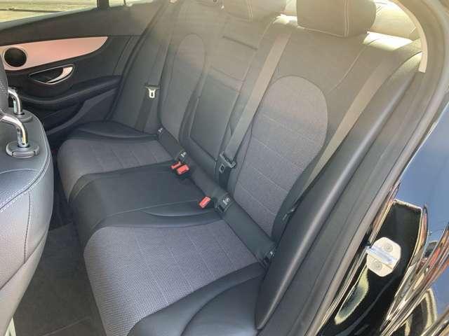 車内もキレイです!目立つ汚れなども無く、タバコなどの悪臭もありません。ご納車前には除菌クリーニングも実施します。
