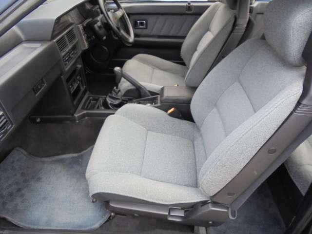 助手席側も使用感なく綺麗です!! 同乗者の方にも気持ちよく乗っていただけます!