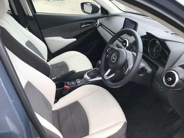 ホワイトコンフォートのシートの質感と色合いをお確かめください。