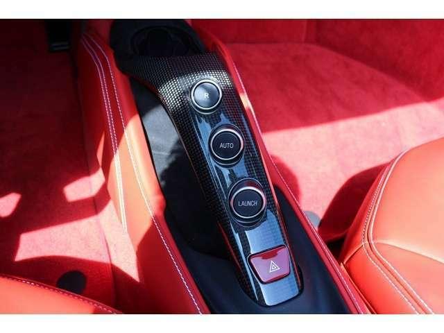 パネル類も傷などなくきれいです。お車の設定なども車内で設定して頂くことが出来ます。