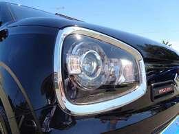 ディスチャージヘッドライトは本当に明るくて安全です☆暗い夜道からお客様を守ってくれます☆運転しやすいですし、自慢にもなるかも?黄色いハロゲンライトと是非見比べてください☆