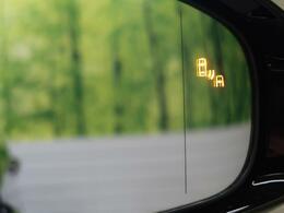 ●【ブラインドスポットモニター】装備!隣の車線を走る車両をレーダーで検知。車両が死角エリアに入ると、ドアミラーに搭載されたLEDインジケーターを点灯させます。