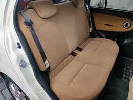 後部座席も足元スペースはゆったりです。
