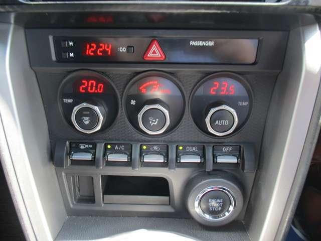 フルオートエアコンで快適ドライブ♪運転席と助手席で異なる温度設定が可能な、左右独立コントロール機能です♪