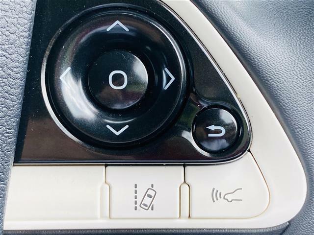 ◆車線逸脱警報システム◆走行時に居眠り、わき見で車線を横切った瞬間に警報で危険を教えてくれます。