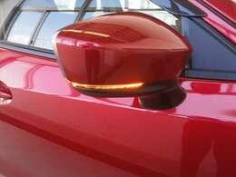 対向車へ進行方向をしっかりとアピールするウィンカー付きのドアミラー☆