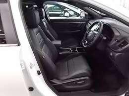 高級感のあるレザーシート仕様!フロントシートにはブラックエディションロゴが入ってカッコいいです!