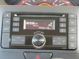 CD付きです。音楽を楽しみながらのドライブ、いいですね♪ナビの取り付けもお気軽にご相談ください。