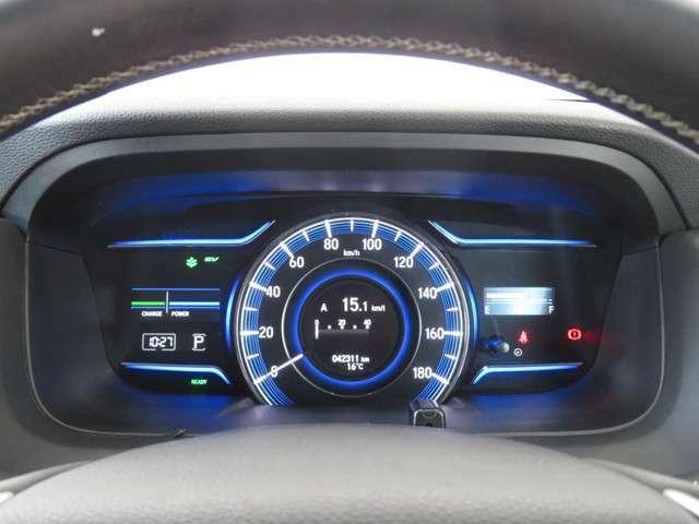 スピードメーターを中心に置いたマルチインフォメーションディスプレイ☆経過時間や平均車速など様々な情報を切り換えて表示してくれます☆