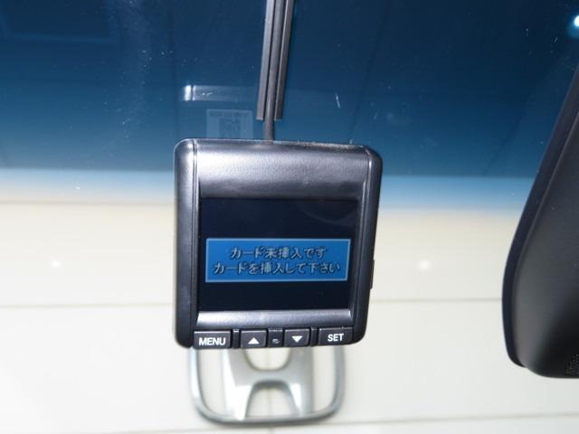 【ドライブレコーダー】万が一の状況を画像と音声で録画◎SDカードスロット搭載でパソコンでの再生も可能です◎