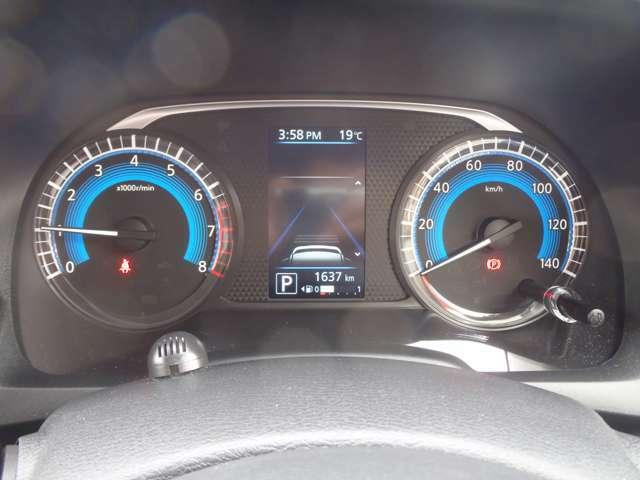 メーター内のカラーヂィスプレイには運転をサポートするさまざまな情報を表示します