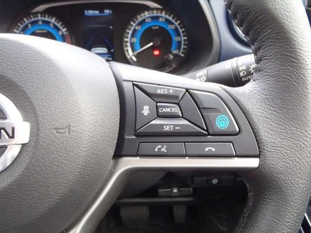 高速道路での走行でアクセル、ブレーキ、ハンドル操作をクルマがアシスト。快適なドライブが楽しめます。