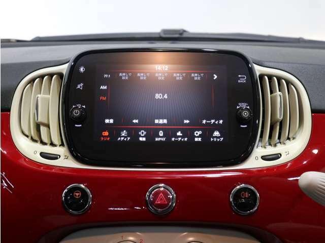 タッチディスプレイのUconnectはスマホ感覚で操作して頂けます!Bluetooth対応で音楽も楽しめます!