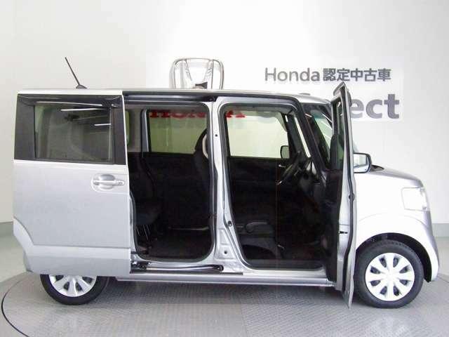 低床設計で運転席もスライドドア部も楽々乗り降りできます。ドアも大きく開きますので、一段と乗り降りがしやすいです