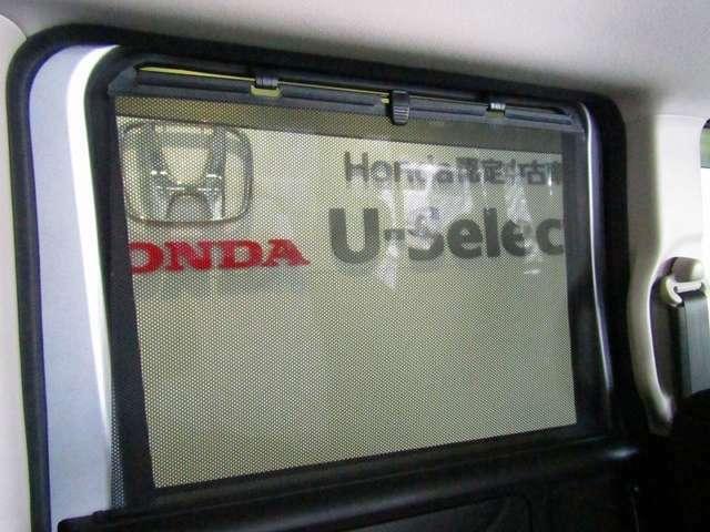 後席にはサンシェードが装備されていて日差しを遮ったままガラスを開けられるので、空気の入れ替えも可能です。
