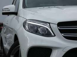 綺麗なポーラーホワイト!! 安心のワンオーナー&右ハンドル&正規ディーラー車!! 取説・記録簿付 事故歴ありません SUV特有の使用感はとても少なく