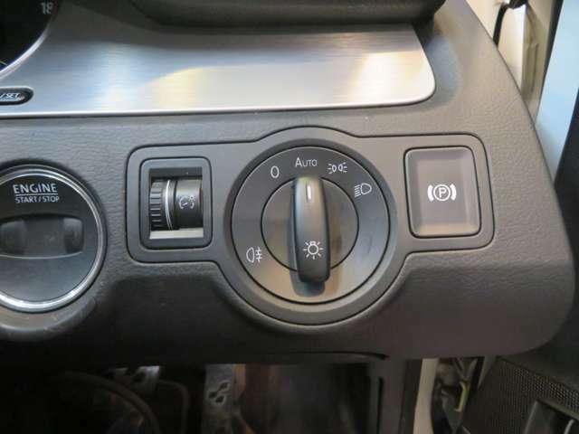 ライトスイッチと電動サイドブレーキスイッチは運転席手元に!