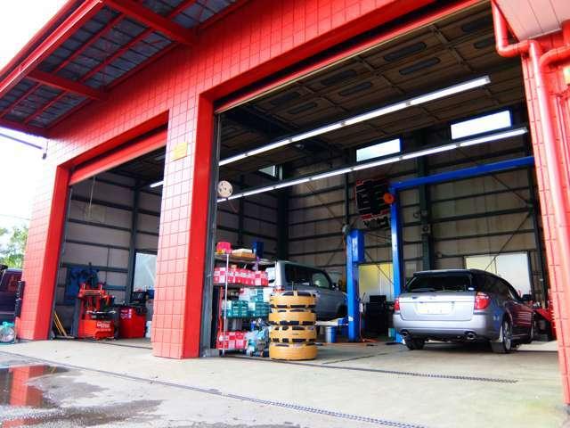 オイル交換やタイヤ交換や車検でも整備の事ならお任せください!
