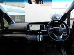 運転席に座ったときの頭上スペースも余裕たっぷり。ロングドライブも気持ち良く過ごせます。