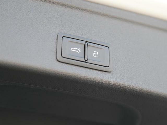 Audi Approved大阪南は正規ディーラーであることはもちろんのこと、保険代理店でもあります。セールススタッフは保険の有資格者ですので保険のご相談もお任せください072-266-5300