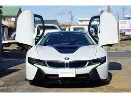 ご覧いただき誠にありがとうございます。この度「BMW i8」が入庫しました。ディーラー車 4WD HDDナビ 全周囲カメラ LEDヘッドライト 純正本革シート ETC MTモード 禁煙車